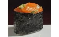 107 - Gunkan au saumon frais, fruits au choix du chef et massago - 2mcx